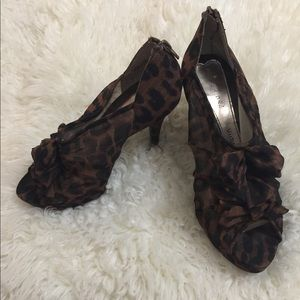 Chinese Laundry 8.5 leopard heels